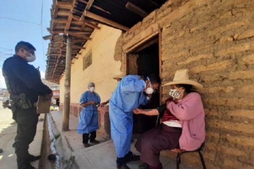 Cajamarca: Adultos mayores de 80 años son vacunados en sus casas contra el COVID-19