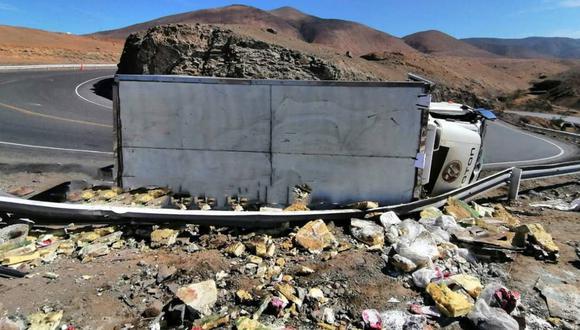Camión cargado de droga es abandonado por su chofer tras volcarse en Arequipa