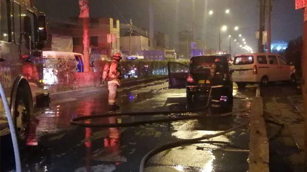 Ate Vitarte: Restringen tránsito tras choque de autos que dejó fuga de gas