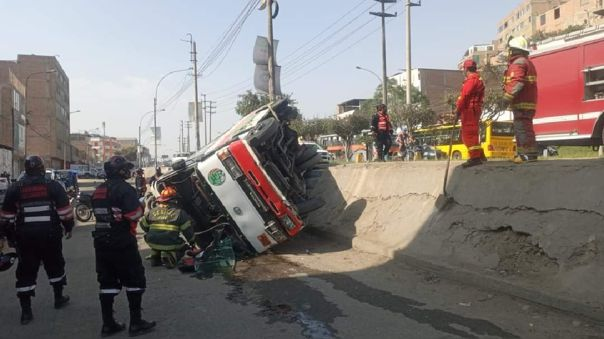 Carabayllo: Despiste de bus deja al menos 10 personas heridas