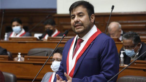 Carlos Zeballos presentó su renuncia a la bancada de Acción Popular