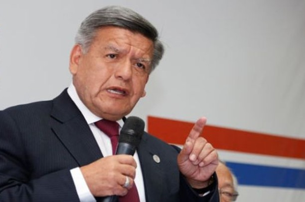 """César Acuña: """"Lamento que el presidente no haya tenido cuidado con el currículo Luis Barranzuela"""""""