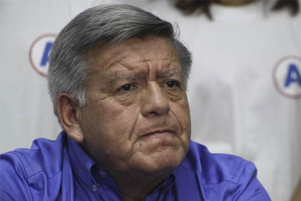 César Acuña presenta denuncia contra Indecopi por el libro Plata como cancha