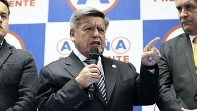 """César Acuña aclara que no hubo """"ningún negociado para dar el voto de confianza"""""""