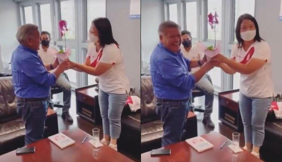 César Acuña entrega presente a Keiko Fujimori por el Día de la Madre