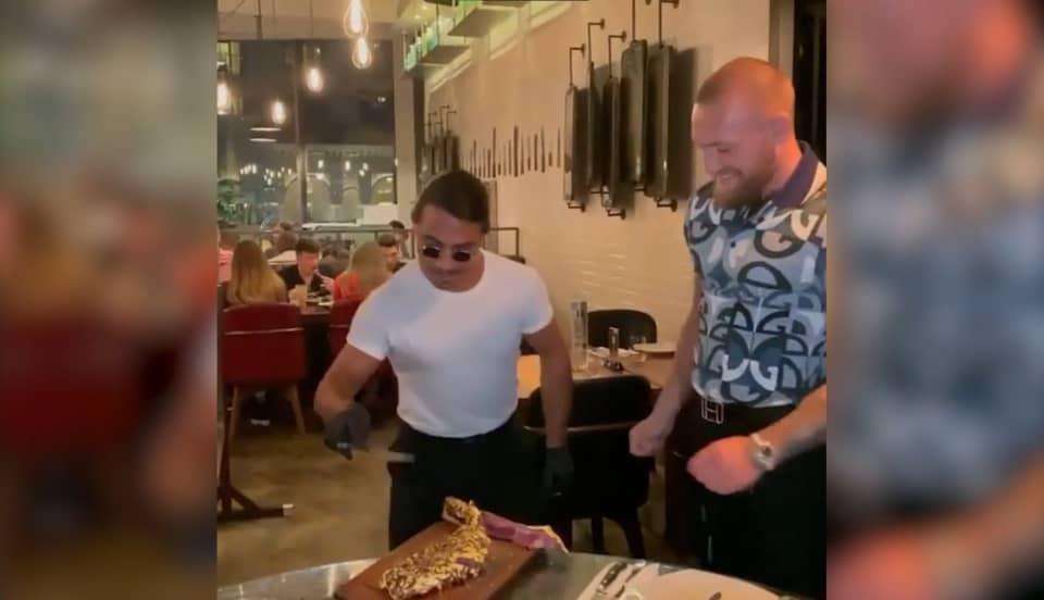 Conor McGregor se dio un gustito: comió filete bañado en oro de mil dólares [VIDEO]