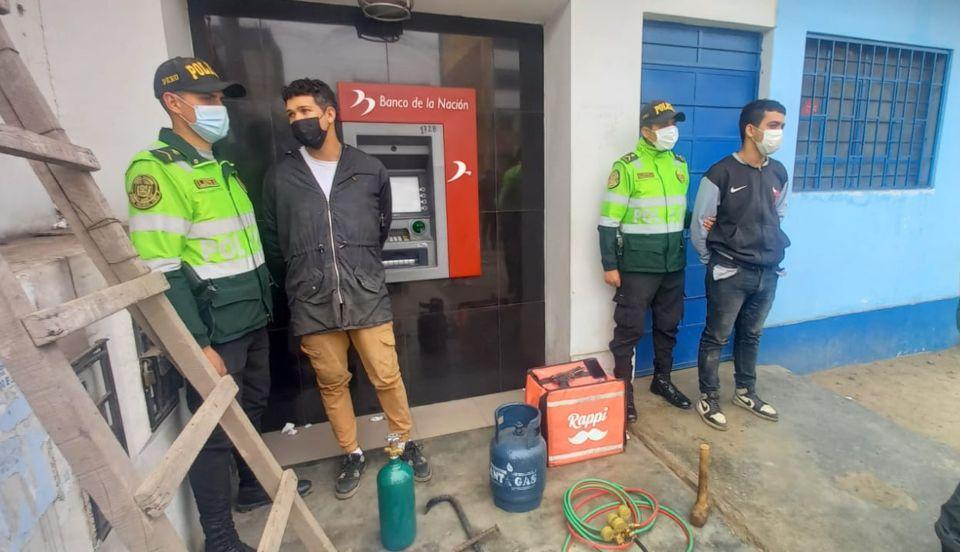 Comas: Dos colombianos son detenidos tras intentar robar en un cajero automático