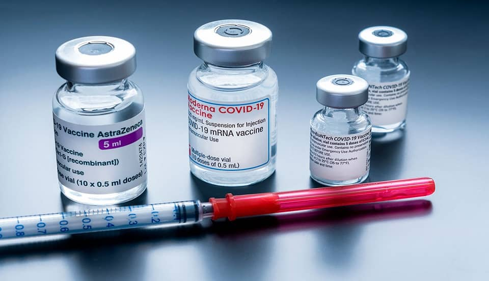 COVID-19: ¿Cómo combinaría Canadá las vacunas AstraZeneca y Pfizer?