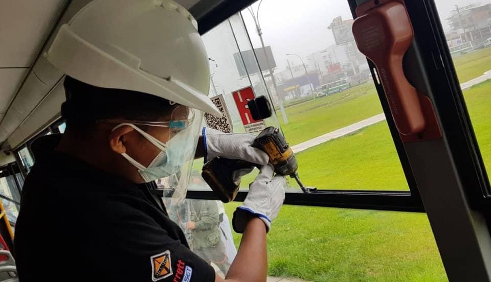 COVID-19: empieza instalación de topes en ventanas que garanticen ventilación en buses