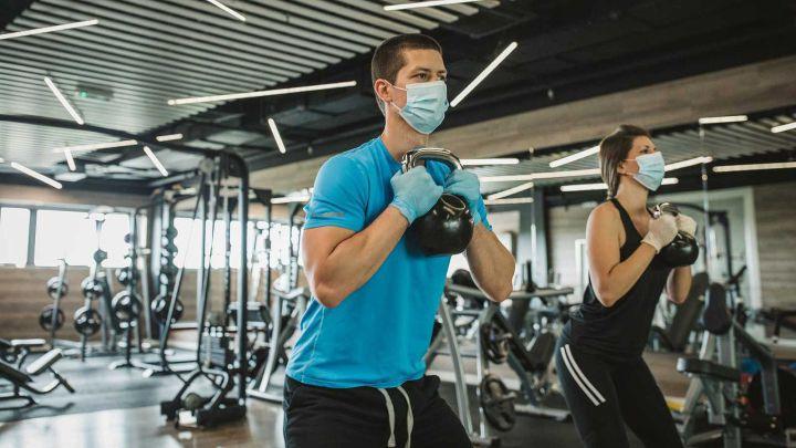 COVID-19: ¿Qué dicen los expertos sobre hacer ejercicios antes y después de vacunarse?