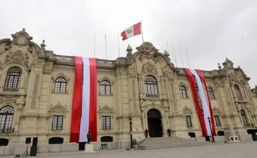 ¿En qué documentos es obligatorio colocar el nombre del 2021 en Perú?
