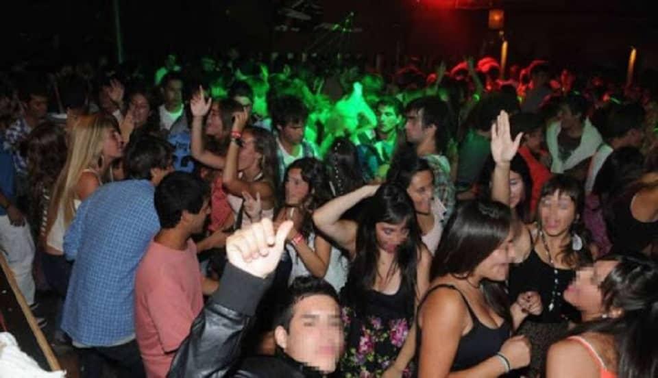 España: fiestas ilegales no se detienen pese a fuertes multas