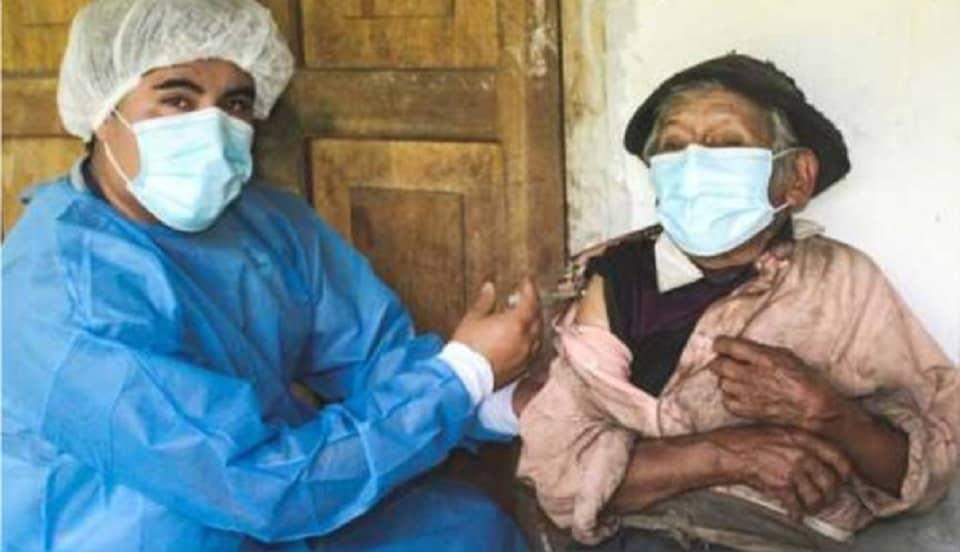 Huánuco: Hombre de 121 años recibe vacuna contra el COVID-19