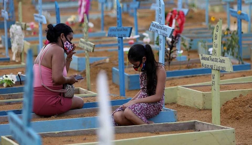 India: reportan más de 4 mil muertes por COVID-19 mientras contagios disminuyen