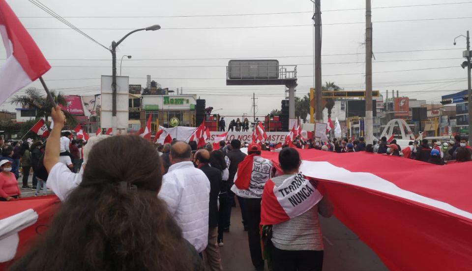 Los Olivos: Cientos de personas y realizan protesta contra el Gobierno