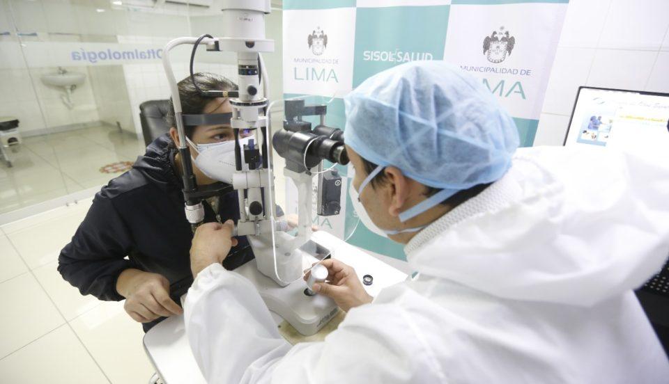 Especialista recomienda usar lentes con protección UV durante el uso de aparatos electrónicos