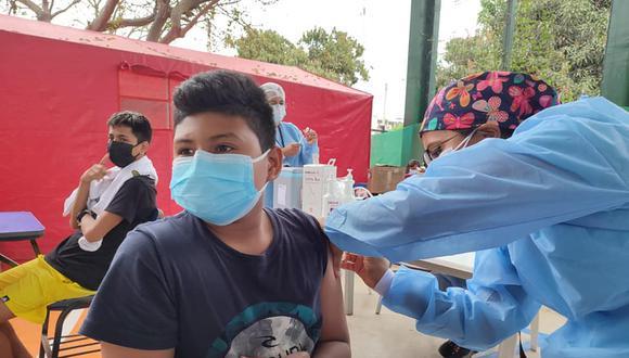 Adolescentes de 12 a 17 años serán vacunados simultáneamente en todo el país