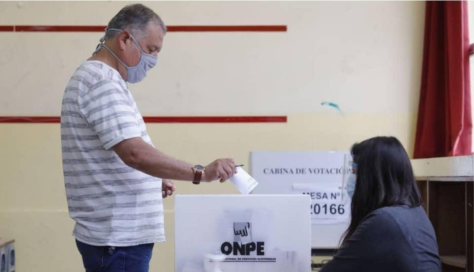ONPE y una medida controversial: El miembro de mesa puede pedir al elector bajarse la mascarilla