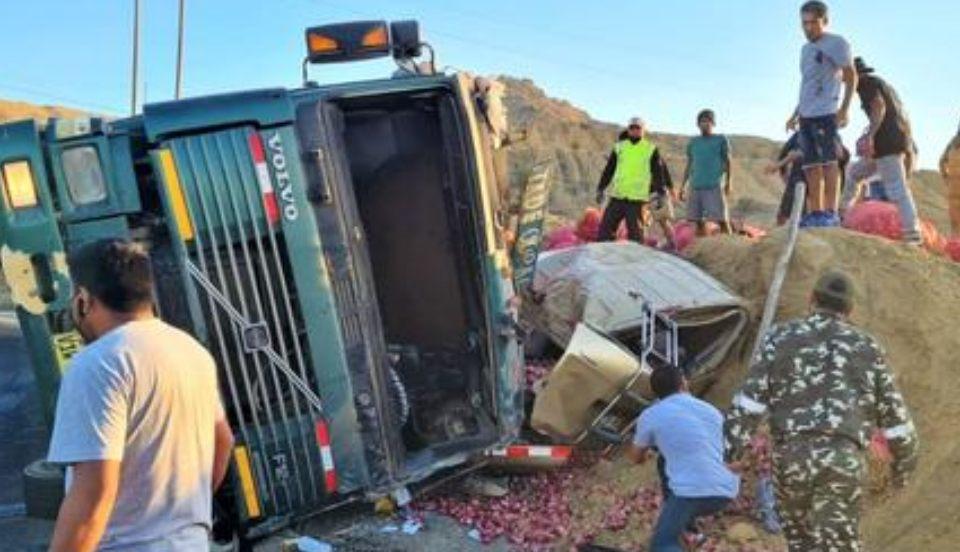 Piura: Camión aplasta minivan y deja una adolescente muerta