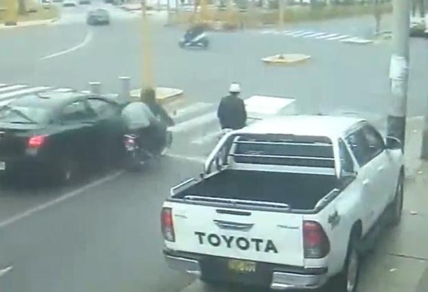 La Victoria: Extranjero intenta robar a policía y es herido a balazos