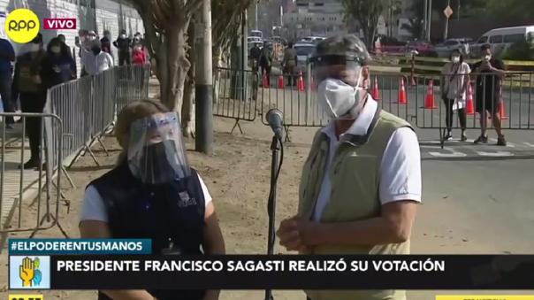 Presidente Francisco Sagasti acude a votar y pide a miembros de mesa cumplir con su responsabilidad