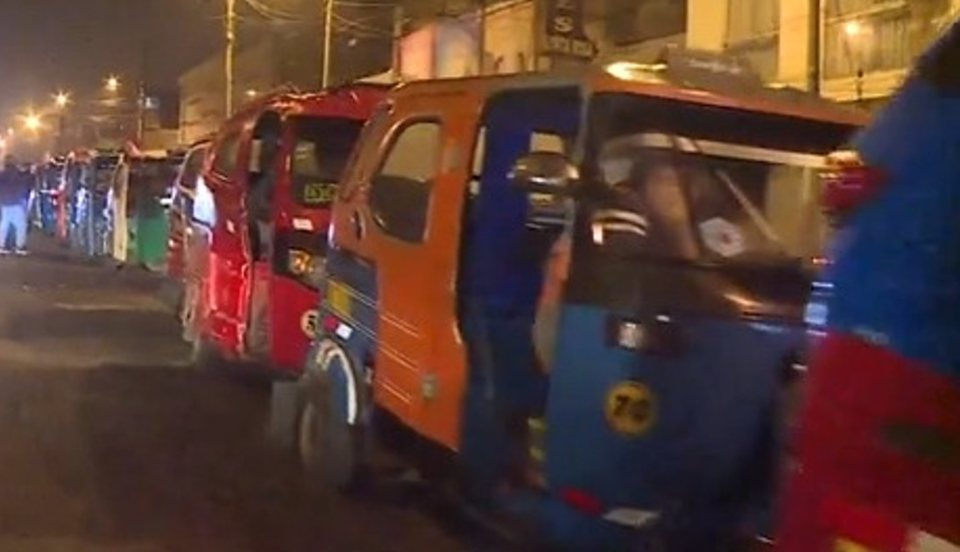 San Juan de Lurigancho: Mototaxistas se amanecieron en grifo ante la escasez de GLP
