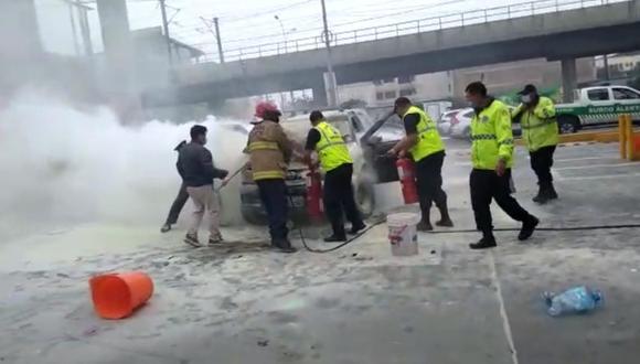 Surco: Camioneta se incendió mientras su conductora esperaba su turno en grifo