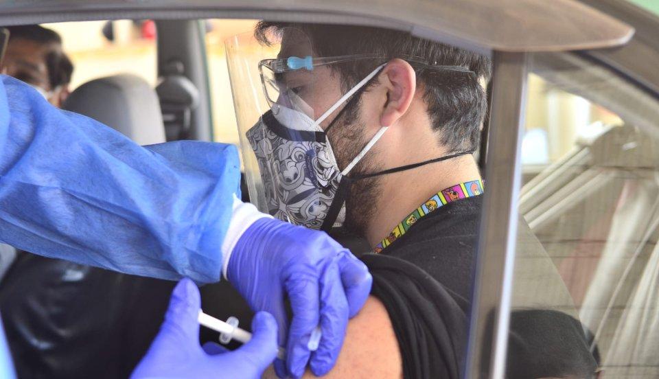 Tacna inicia vacunación contra la COVID-19 a mayores de 30 años