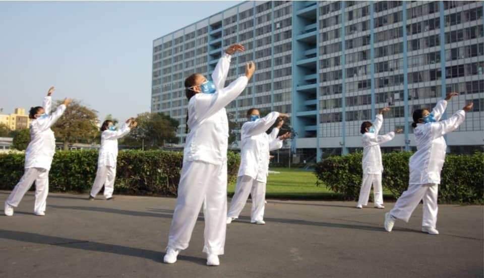 EsSalud recomienda ejercicios de Tai Chi para mejorar la salud física y mental