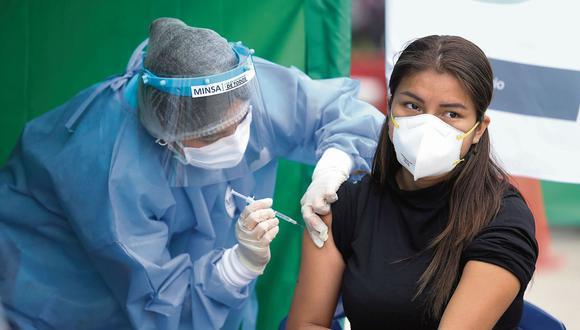 Ministro de Salud asegura que extranjeros en el país serán vacunados