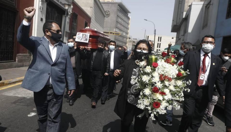 Fernando Herrera: Así se lleva a cabo el velorio del fallecido congresista  [FOTOS]