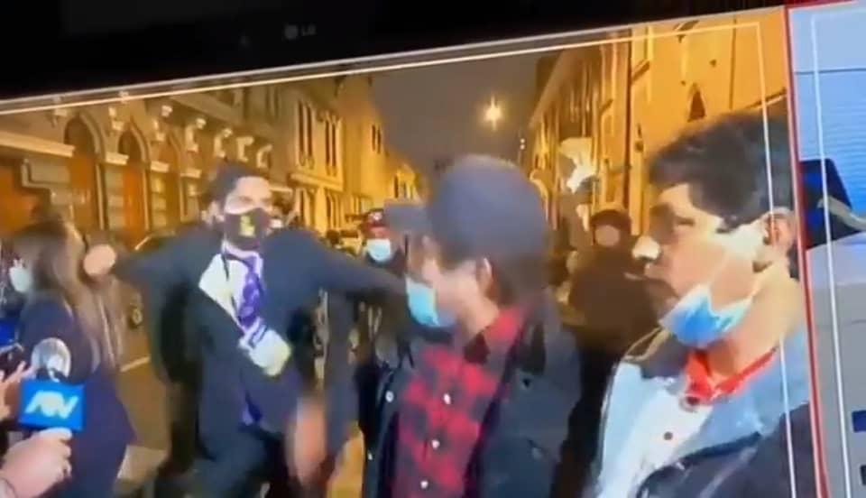 (VIDEO) Periodista de Latina habría sido denunciado tras iniciar agresión física