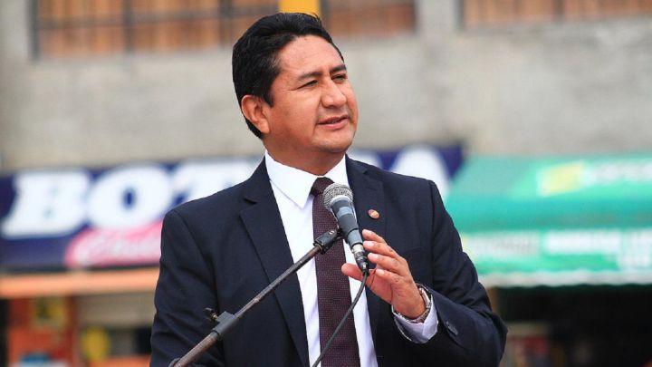 Vladimir Cerrón demanda a EsSalud y pide casi 100 mil soles de indemnización