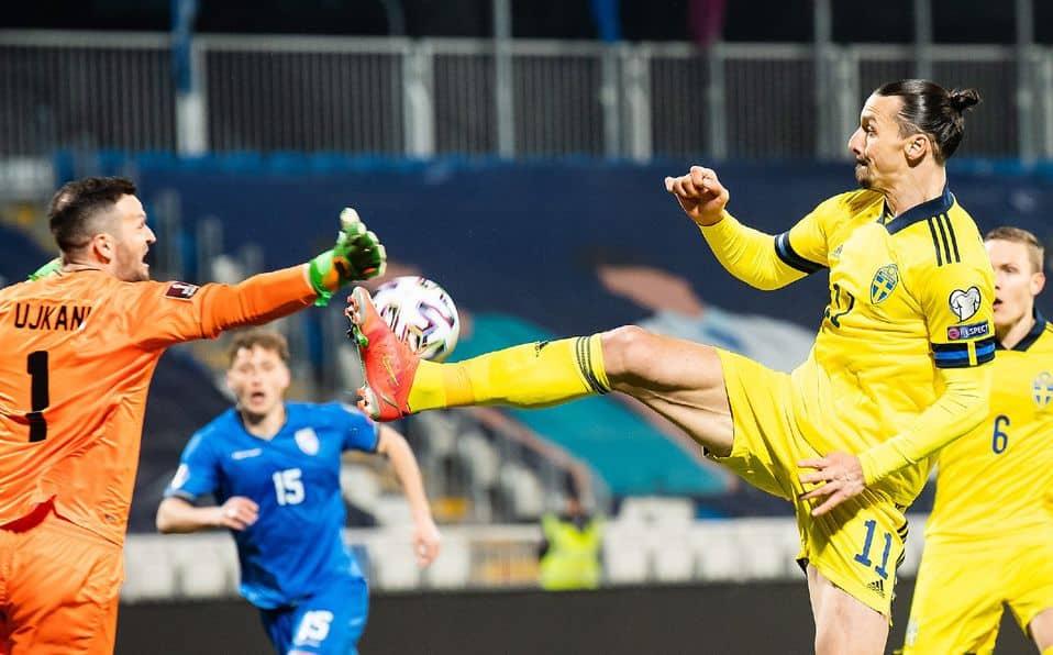 Zlatan Ibrahimovic se luce con una gran asistencia en la goleada 3-0 de Suecia ante Kosovo [VIDEO]